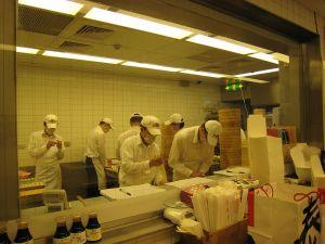 台北 鼎泰豊;小籠包を作っているところ