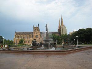 シドニー ハイドパークとセントメアリーズ大聖堂